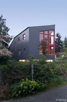 Burke Gilman House by Stettler Design and Paul Michael Davis Design by Stettler Design as Architects
