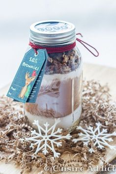 Brownie - Brownies in a jar (Gourmet Gift)- S. Brownie – Brownies dans un bocal (Cadeau Gourmand) A mix for brownies to offer to the greediest! Mason Jar Meals, Meals In A Jar, Gourmet Gifts, Food Gifts, Christmas Jar Gifts, Christmas Recipes, Christmas Time, Brownies In A Jar, Crockpot