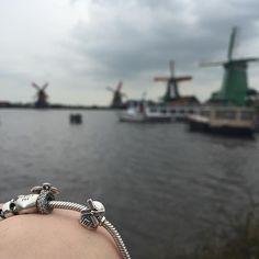 #PANDORAtravelcontest @theofficialpandora #holland #windmill #windmillcharm #windmillpandora #windmillholland #nederland #passportcharm #pandorabracelet #pandoracharms #silvercharm #silver #silverbracelet