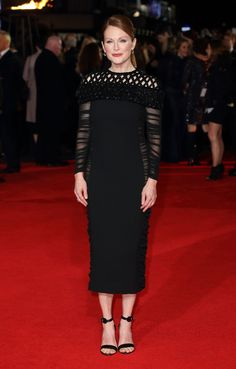 Julianne Moore en robe Balenciaga par Alexander Wang de la collection printemps-été 2015 à la première d'Hunger Games à Londres, le 10 novembre 2014