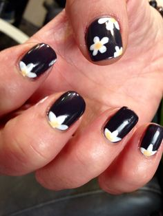 Esmalte permanente: margaritas en fondo negro Nail art Nail design  Flower Nails