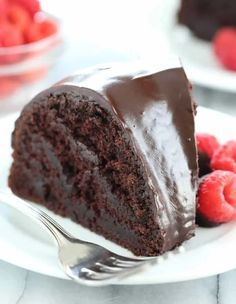 This crazy cake is a gluten free chocolate cake made with no eggs, no butter and no chopped chocolate—but it's still super moist and tender. Gluten Free Deserts, Gluten Free Sweets, Gluten Free Cakes, Foods With Gluten, Gluten Free Baking, Dairy Free Recipes, Gluten Free Chocolate Cake, Chocolate Recipes, Cake Chocolate