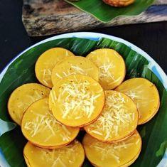 Resep kue basah kekinian istimewa Indonesian Cookies Recipe, Indonesian Desserts, Asian Desserts, Indonesian Food, Cooking Cake, Cooking Recipes, Pudding Desserts, Dessert Recipes, Pineapple Tart