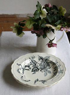Scalloped Edge Vintage Black and White Bowl pillolondon.com