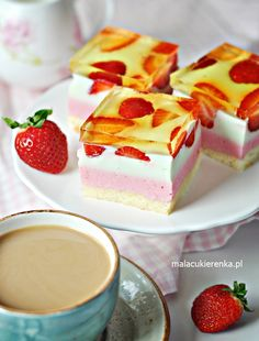 Colorful cake with strawberries Cheese with jelly - Little Confectionery Apple Cake Recipes, Strawberry Cakes, Colorful Cakes, Food Cakes, Confectionery, Yummy Cakes, Tiramisu, Cheesecake, Pudding