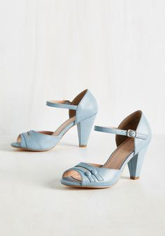 Soft baby blue peep toe shoes. 1930s-1050s style heels