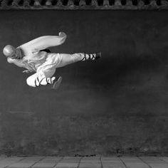High Kick / Isabel Munoz