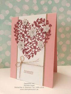 Stampin' Up! Hochzeitskarte mit Thinlits Formen Blühendes Herz und Stempelset Eins für alles in den Farben Kirschblüte, Flüsterweiß und Savanne