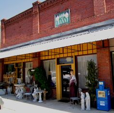 Artsy storefront in DeFuniak Springs, Florida called Nook and Cranny