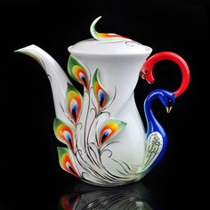 WANT, oh my goodness. This would be so gorgeous in my (small, but growing) teapot collection!