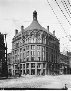 The Board of Trade building, north-east corner of Yonge Street and Front Street, circa 1900 (Toronto, Ontario) by Alexander Galbraith (public domain on Wikimedia Vintage Architecture, Historical Architecture, Architecture Art, Toronto Ontario Canada, Toronto City, Toronto Photography, Lifestyle Photography, Yonge Street, Building Front