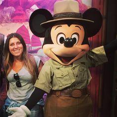 Visitar a Disney e não tirar pelo menos uma foto com o Mickey é impossível, não é? Então hoje vou te falar exatamente onde encontrar os personagens da Disney. Então pega o papel e a caneta e anota aí😉 Mas antes de mais nada,assista esse vídeo que eu explicoquais são as diferentes maneiras de encontrar …