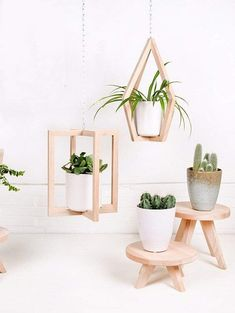 Plants in bathroom 🌿🌳🛁🚿☺️ 🌱 🌱 🌱 Diy Home Crafts, Diy Home Decor, Diy Para A Casa, Wood Plant Stand, House Plants Decor, Plant Shelves, Diy Wood Projects, Plant Hanger, Diy Furniture