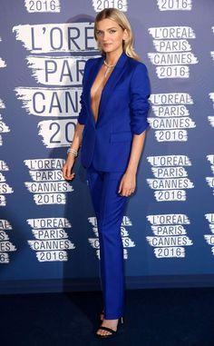Cannes 2016: le top Lily Donaldson superbe dans son smoking bleu électrique Cannes, Electric Blue Suit, Smoking, Lily Donaldson, Top Les, L'oréal Paris, Loreal, Suits For Women, Workplace
