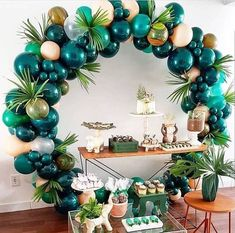 What a fab balloon arch for a tropical party The post 25 Balloon Ideas For Party appeared first on Dekoration. Balloon Garland, Balloon Decorations, Baby Shower Decorations, Jungle Party Decorations, Party Decoration Ideas, Balloon Balloon, Safari Theme Party, Birthday Party Decorations Diy, Balloon Backdrop