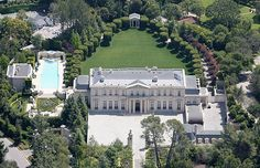 After record sale, Fleur de Lys mega-estate for rent...Looking for an out-of-this-world rental and have a generous budget? The buyers of the Fleur de Lys mega-estate in Los Angeles aren't ready to live there, so they are looking for a renter who can pay $400,000 a month.