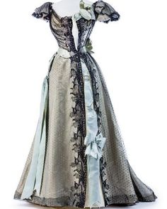Evening dress by House of Worth, 1895. Kunstgewerbemuseum Berlin