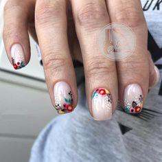 Obraz może zawierać: co najmniej jedna osoba i zbliżenie Fancy Nails, Trendy Nails, Cute Nails, Shellac Nails, Nail Polish, Nailart, Nail Effects, Minimalist Nails, Flower Nail Art