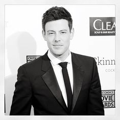 Hollywood mourns the death of #Glee star Cory Monteith. Our thoughts are with his family and friends! #RIPCory.