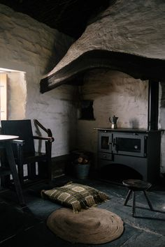 The Welsh House. Welsh Cottage, Cottage In The Woods, Cottage Style, Cottage Interiors, Shop Interiors, Tostadas, Hipster Home, Primitive Country Homes, Interior Design
