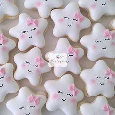 Twinkle twinkle little star ✨ . to my star macarons I made … - Cupcakes Cookies Cupcake, Macaron Cookies, Star Cookies, Fancy Cookies, Iced Cookies, Cute Cookies, Royal Icing Cookies, Cookies Et Biscuits, Birthday Cookies