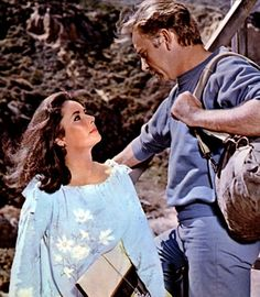 Elizabeth Taylor and Richard Burton. ahhh they way she looks at him Hollywood Icons, Golden Age Of Hollywood, Vintage Hollywood, Classic Hollywood, Elizabeth Taylor, Virginia Woolf, Child Actresses, Actors & Actresses, Burton And Taylor