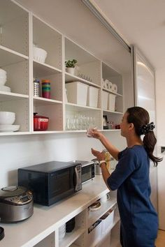 The kitchen is an important part of a house. Kitchen Board, Kitchen Dinning, Ikea Kitchen, Kitchen Cupboards, Living Room Kitchen, Kitchen Interior, Interior Design Living Room, Kitchen Pantry, Japanese Home Design