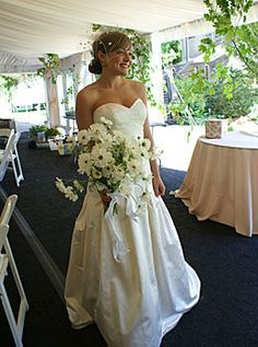 Loose airy and organic looking bridal bouquet