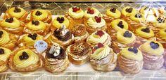 Meravigliose e gustose zeppole. La tradizione non può mai mancare nelle preparazioni dolciarie di Alba Caffè, ma sempre con uno sguardo all'innovazione. Ecco allora anche zeppole al cioccolato e un pizzico di fantasia! #zeppole #zeppolesangiuseppe #zeppolefritte #zeppolealforno #zeppolecrema #festadelpapà #sangiuseppe