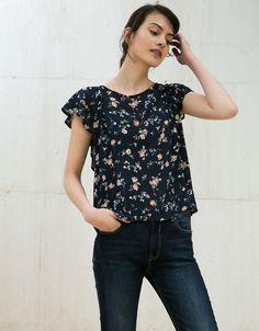 Blusa estampada con volantes y puntilla - Mujer - Bershka España
