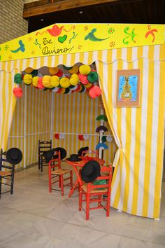 Dale un toque de feria a tu evento con casetas, mesas pintadas a mano y comida típica andaluza.  #Events #Feria #Decoration #Food Fair Grounds, Fun, Roman Soldiers, Painted Tables, Events, Food, Hilarious