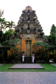 Main entrance to Puri Saren Agung which is the central palace in Ubud, Bali Island, Indonesia. It housed the last king in the area and is still occupied by his descendants.