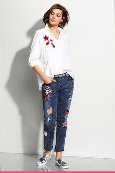 Hvit skjorte med applikasjoner Alba Moda, Mom Jeans, Capri Pants, Fashion, Blouse, Scale Model, Moda, Capri Trousers, Fashion Styles