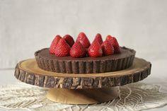 RAW: Dark Chocolate Hazelnut Tart with Fresh Strawberries (gf, sf, df) &  Some GI Talk