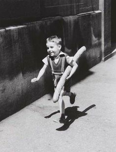 Le Petit Parisien, 1952. Photo by Willy Ronis