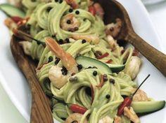 Spaghetti met avocado en scampi's