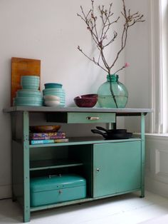 Werkbankkastje als tv-kastje bld Teal House, House Colors, New Furniture, Painted Furniture, Rustic Design, Interior And Exterior, Sweet Home, New Homes, Room Decor