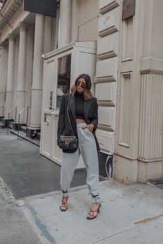 Dressing up sweatpants - Flaunt and Center - Sweatpants (ASOS) Heels Outfits, Blazer Outfits, Fall Outfits, Athleisure Outfits, Grunge Outfits, Nyc Fashion, Fashion Outfits, Street Fashion, Fashion Women