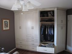Bedroom built in closet, exactly what I need in my bedroom!