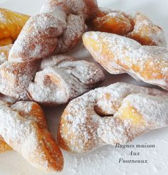 Bugnes très moelleuses // Bugnes are French donuts, my grandmother made the best Beignets, Churros, French Donuts, Desserts With Biscuits, Carnival Food, Love Food, Baking Recipes, Sweet Recipes, The Best