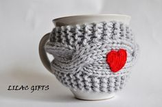 I want one!  I know what my next crochet project is gonna be.  But, what color? Decisions, decisions.