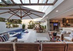 piscina com sofás