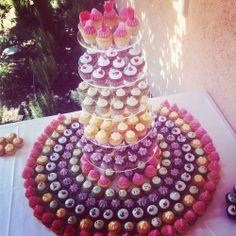 Pièce montée de minis cupcakes colorés