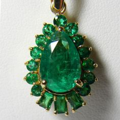 5.20ct  AAA   Color Natural Colombian Emerald Solitaire Pendant 18k Gold #oneofakind #emeraldnecklace#HighJewellery#emerald#finejewelry#emeraldsmaravellous