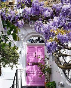 Cool Doors, Unique Doors, Exterior Design, Interior And Exterior, Exterior Colors, Door Design, Beautiful Homes, Beautiful Places, Beautiful Pictures