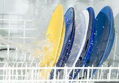 Brillantante fai da te per lavastoviglie - Bastano pochi ingredienti per preparare in casa un brillantante fai da te, disincrostante e anticalcare: un unico prodotto con tre funzioni.