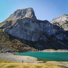Wandertipp: Von Braunwald zum Oberblegisee im Kanton Glarus Places In Switzerland, Swiss Travel, S Bahn, Nepal, Wanderlust, Hiking, The Incredibles, Mountains, Nature