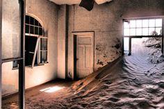 Krankenzimmer, Kolmanskuppe (fineprint seidenmatt auf Forexplatte 45x30 cm)