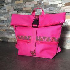 @atelier_sable_noir sur Instagram: Couture du jour: un Pink Troïka, dernier @patrons_sacotin en taille small pour ma princesse En toile à sac et sangle camouflage rose de…