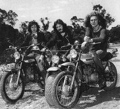Jimmy Page, John Bonham and Robert Plant riding motorbikes at Frenchs Forest, Sydney - Led Zeppelin tour, February 1972 John Paul Jones, John Bonham, Jimmy Page, Robert Plant, Led Zeppelin, Motos Vintage, Vintage Motorcycles, Great Bands, Cool Bands
